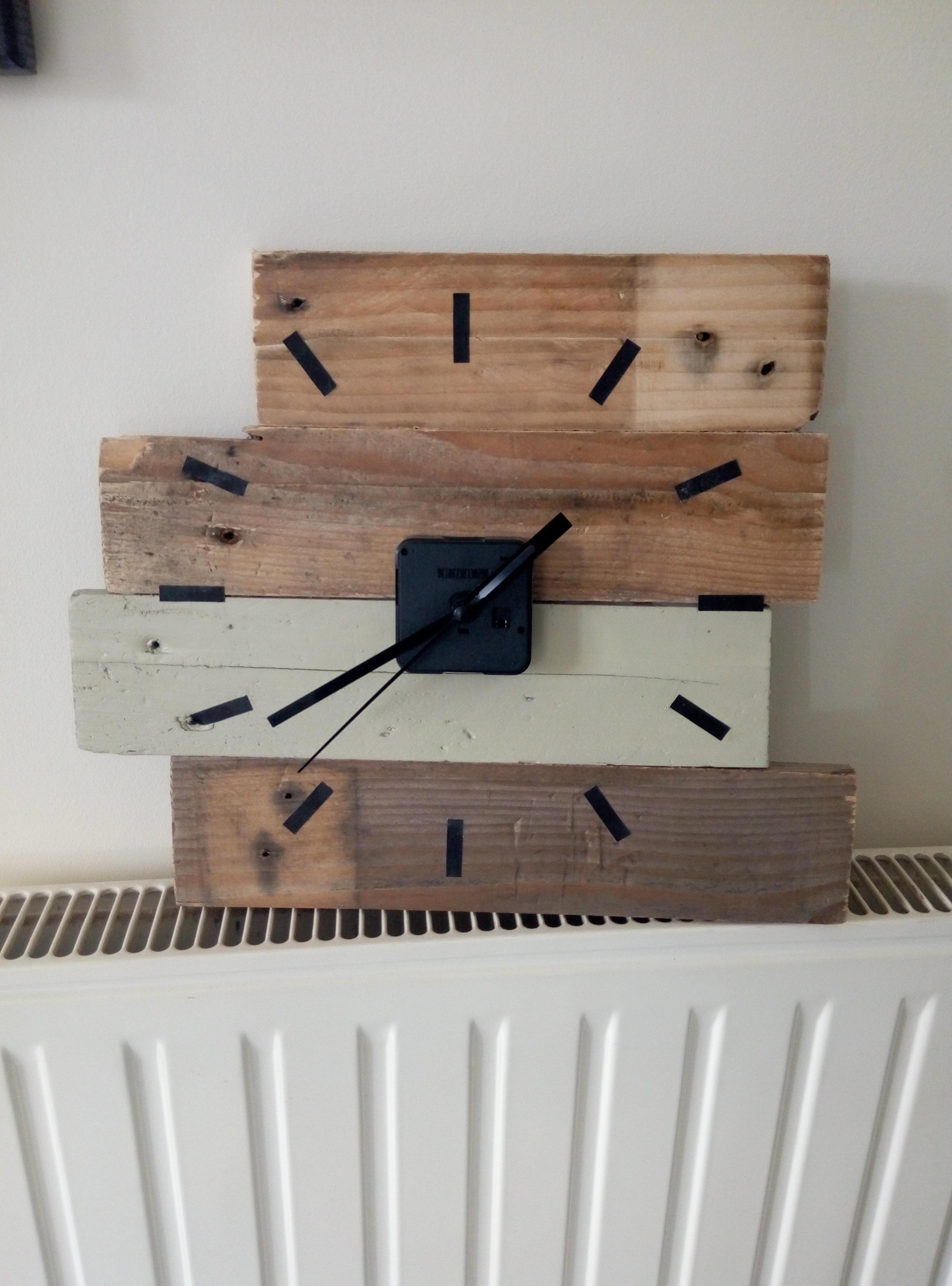 tutoriel diy horloge en bois de palette. Black Bedroom Furniture Sets. Home Design Ideas