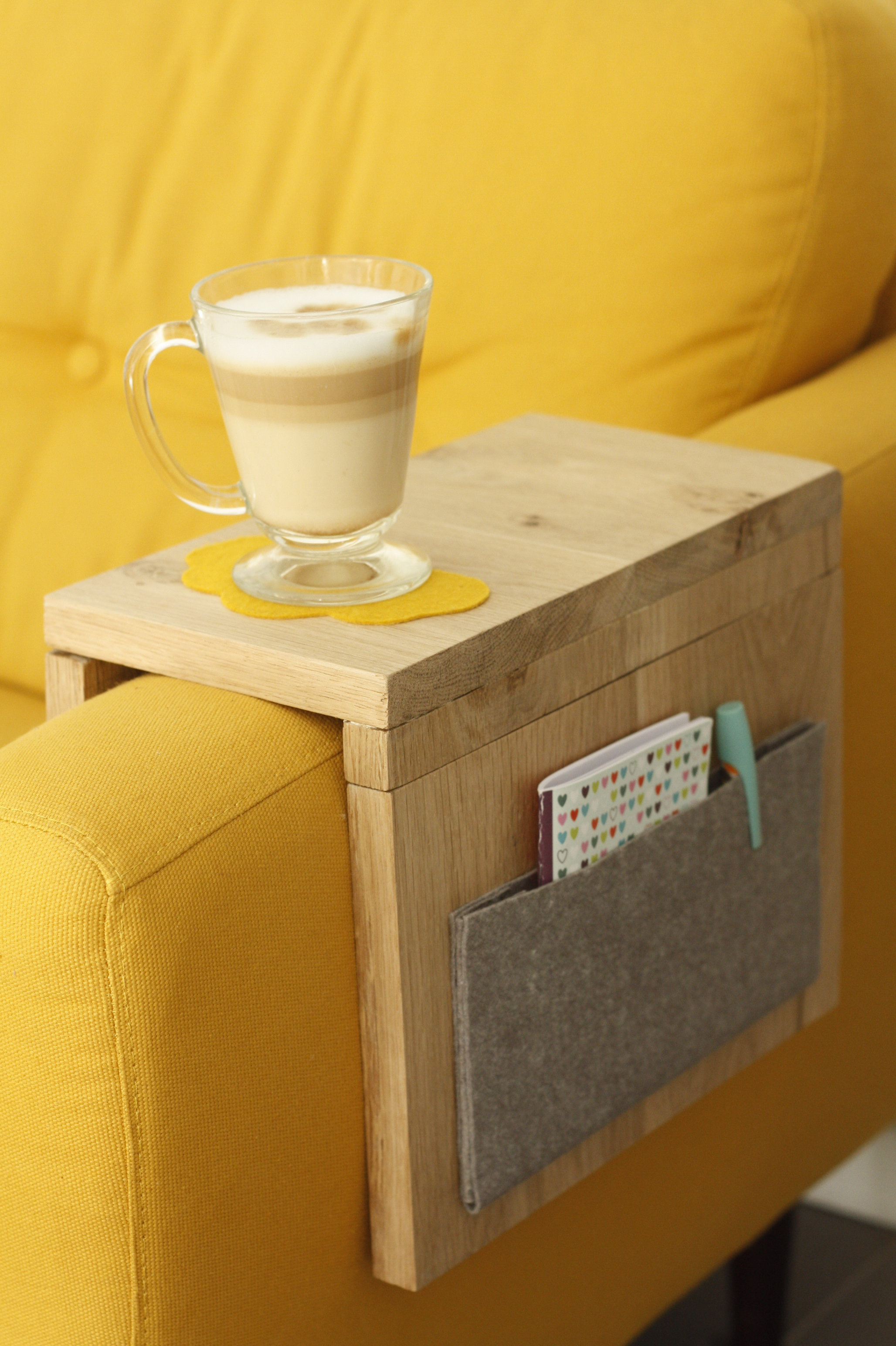 tutoriel diy tablette d 39 appoint pour canap. Black Bedroom Furniture Sets. Home Design Ideas