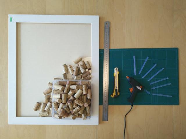 tutoriel diy un tableau li ge en bouchons recycl s. Black Bedroom Furniture Sets. Home Design Ideas