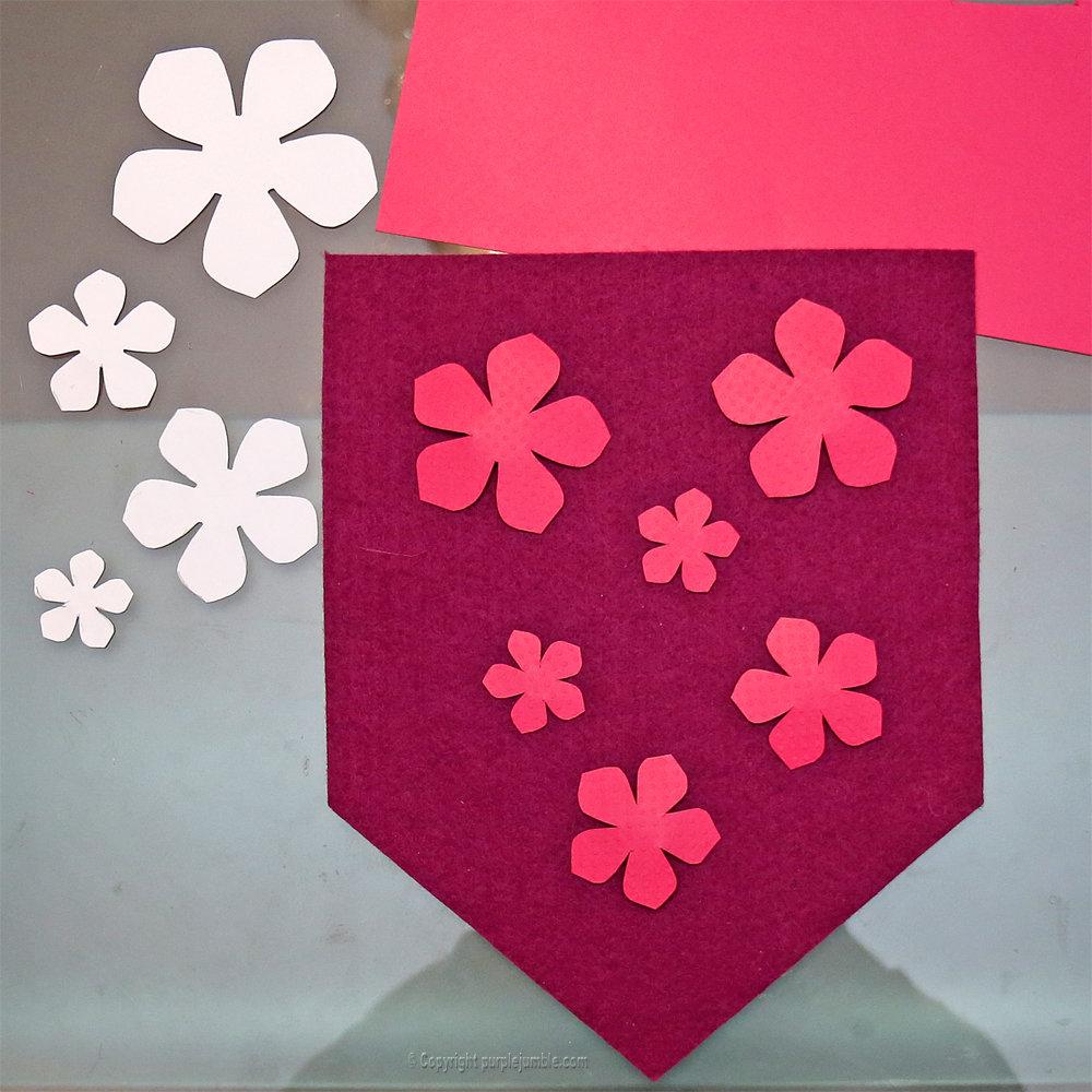 Banniere feutrine fleurs papier pompons 6