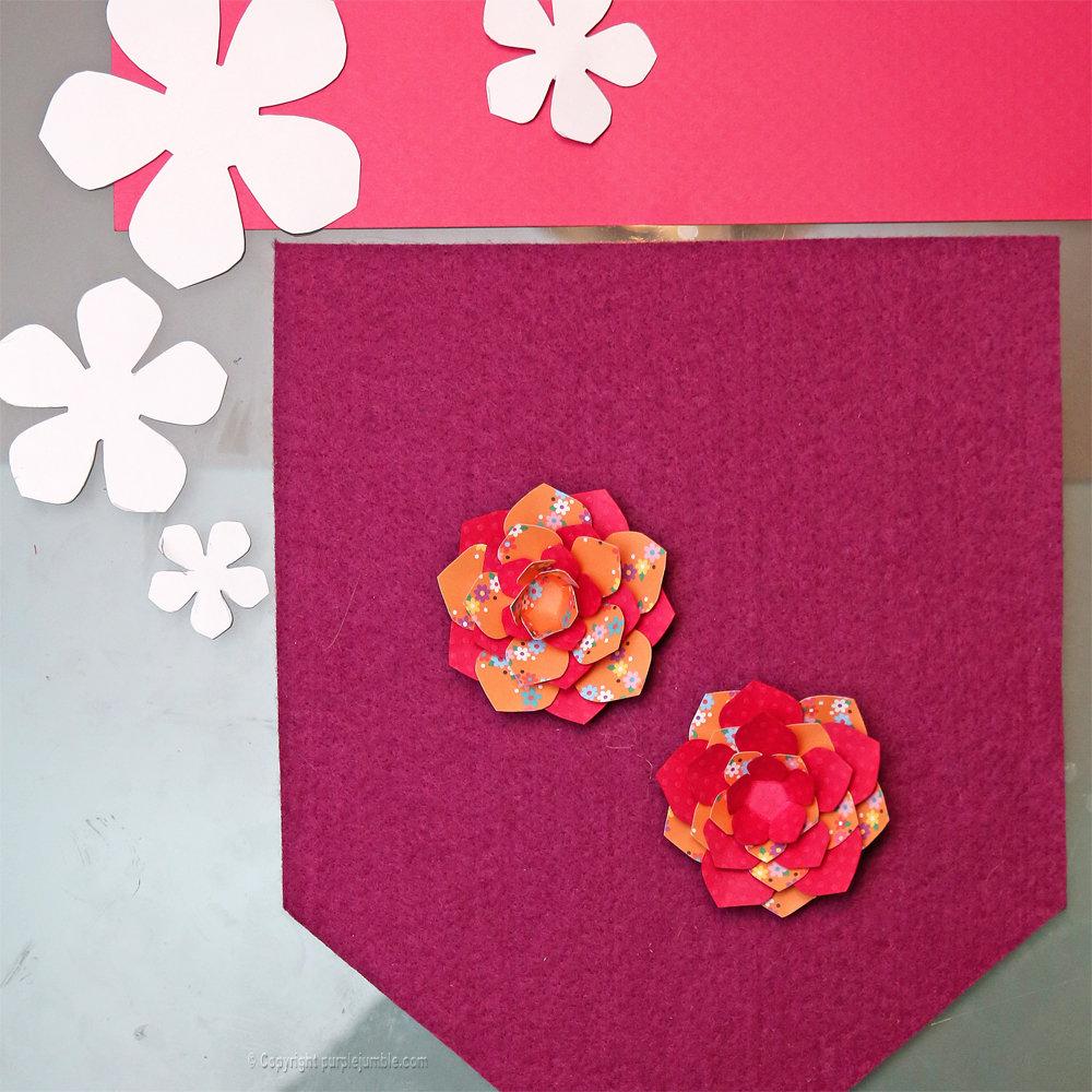 Banniere feutrine fleurs papier pompons 7