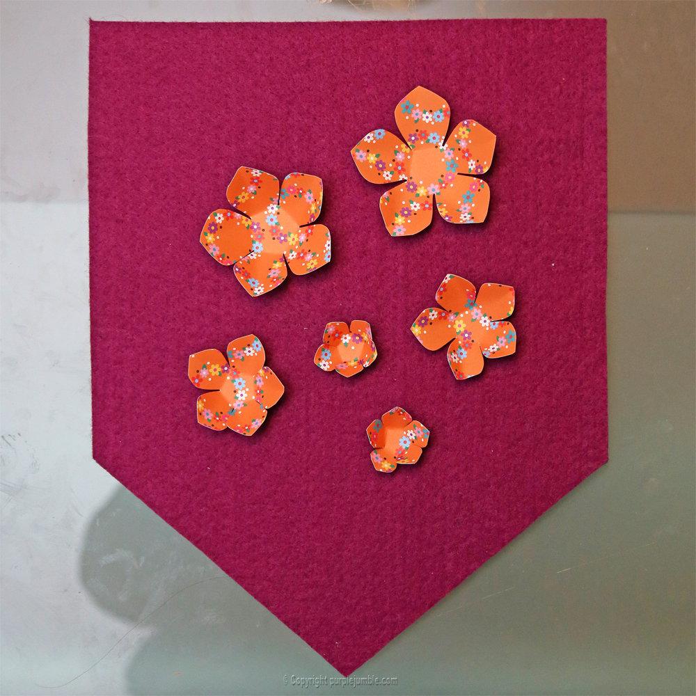 Banniere feutrine fleurs papier pompons 4