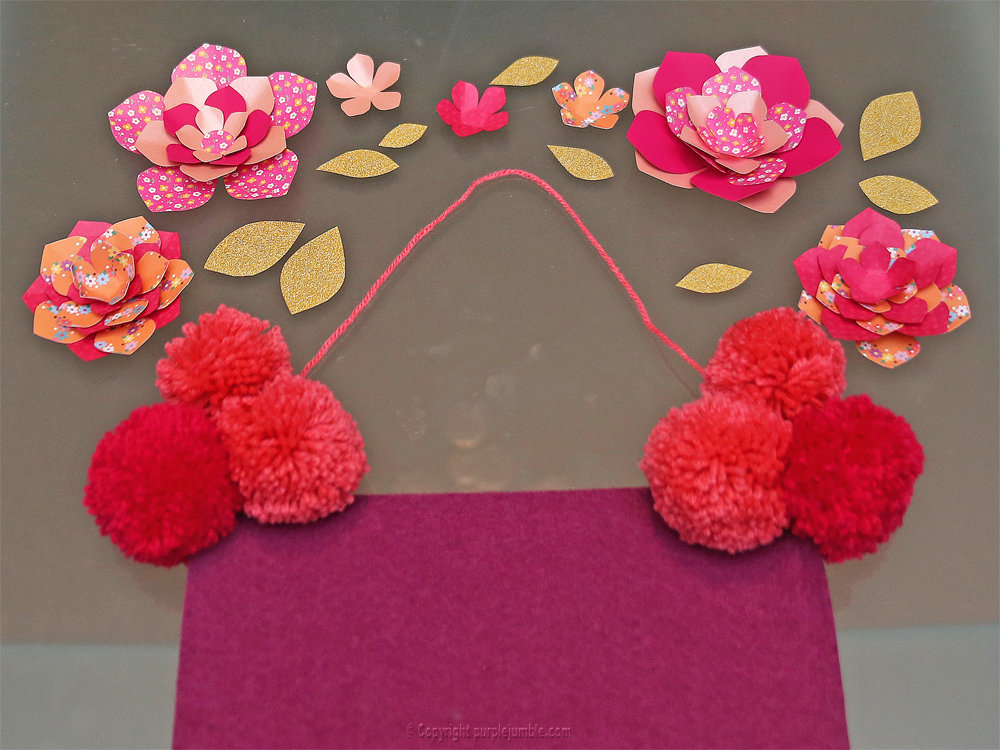 Banniere feutrine fleurs papier pompons 14