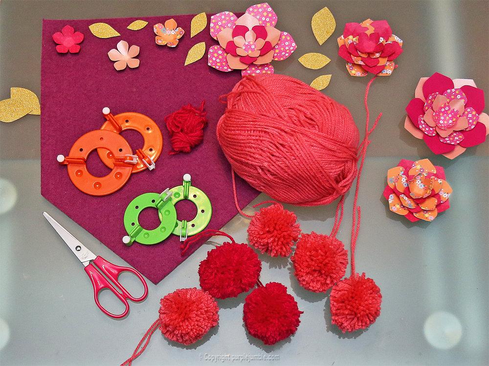 Banniere feutrine fleurs papier pompons 13