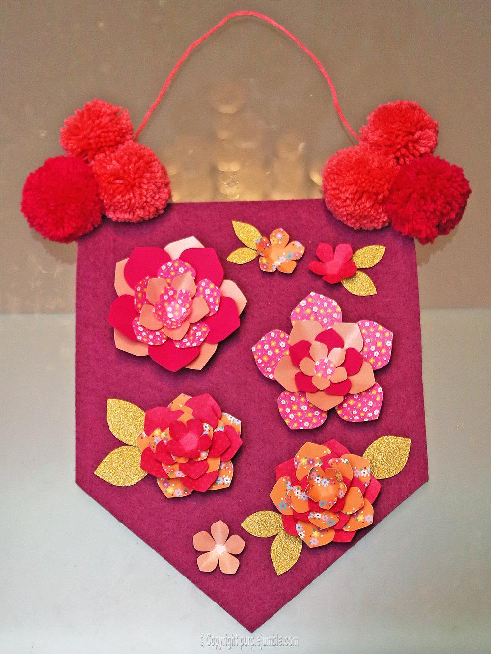 Banniere feutrine fleurs papier pompons 15