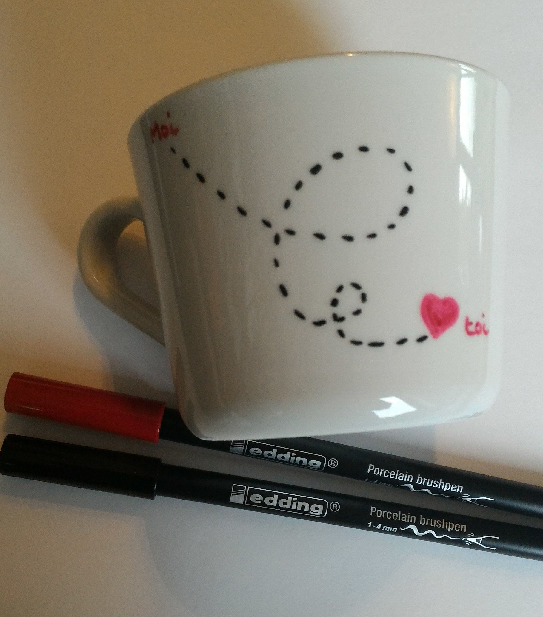tutoriel diy customiser un mug pour la saint valentin. Black Bedroom Furniture Sets. Home Design Ideas