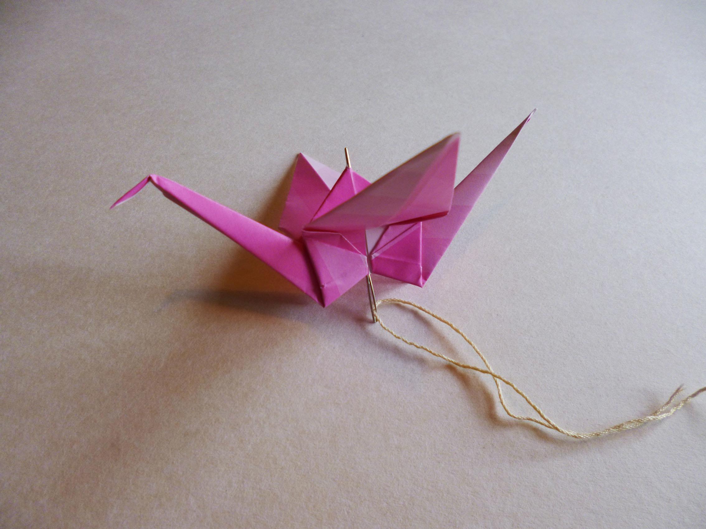 tutoriel diy autour de la grue en origami. Black Bedroom Furniture Sets. Home Design Ideas