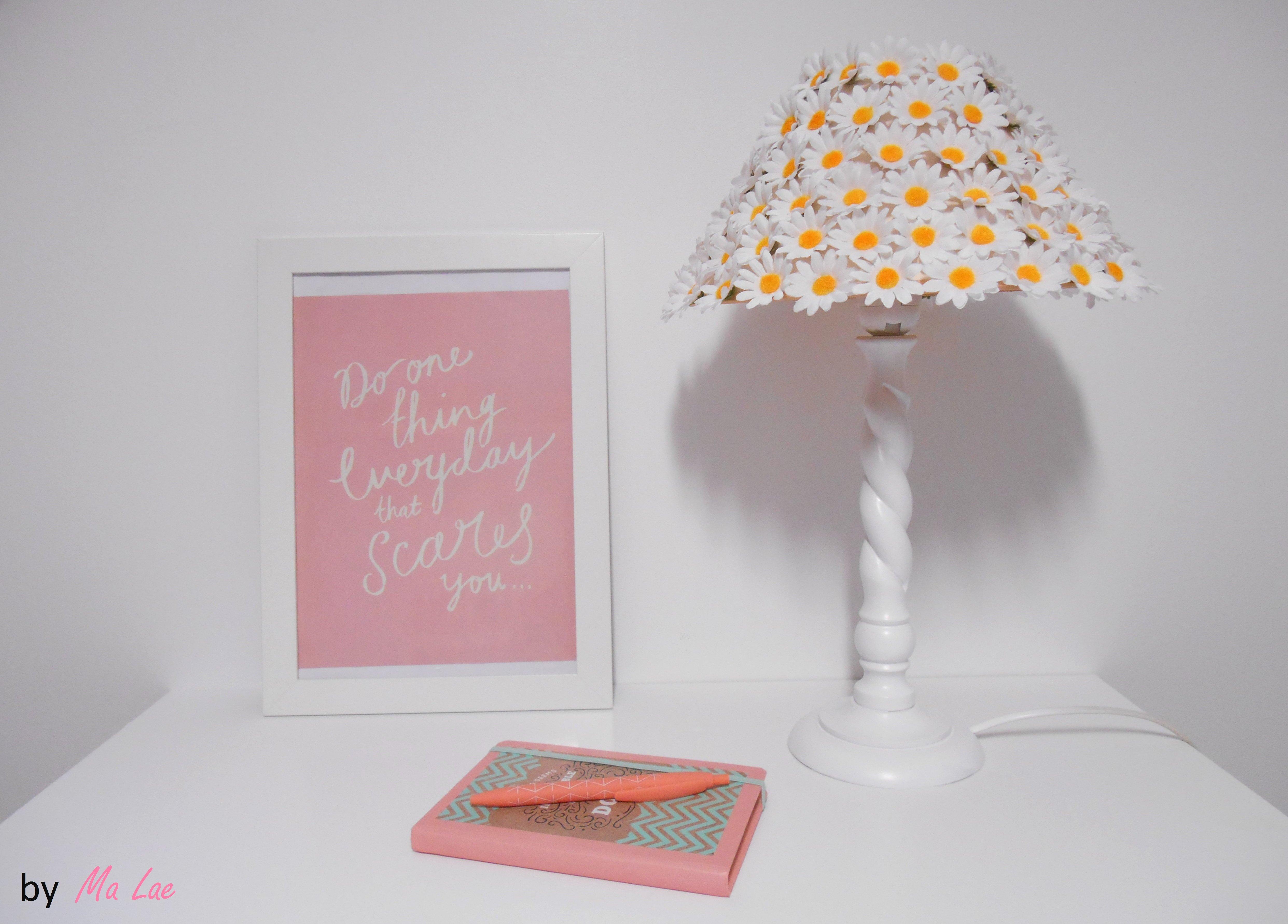 tutoriel diy printemps une lampe de chevet fleurie. Black Bedroom Furniture Sets. Home Design Ideas