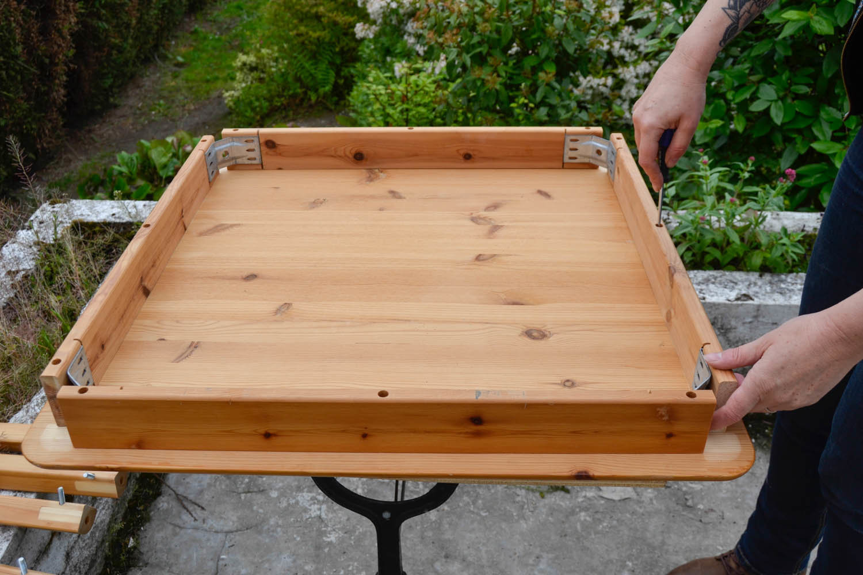 tutoriel diy moderniser une table en porte plantes r tro. Black Bedroom Furniture Sets. Home Design Ideas
