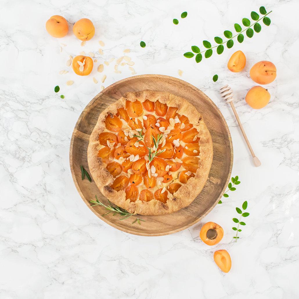 Tarte rustique abricot miel romarin 2   leanna earle