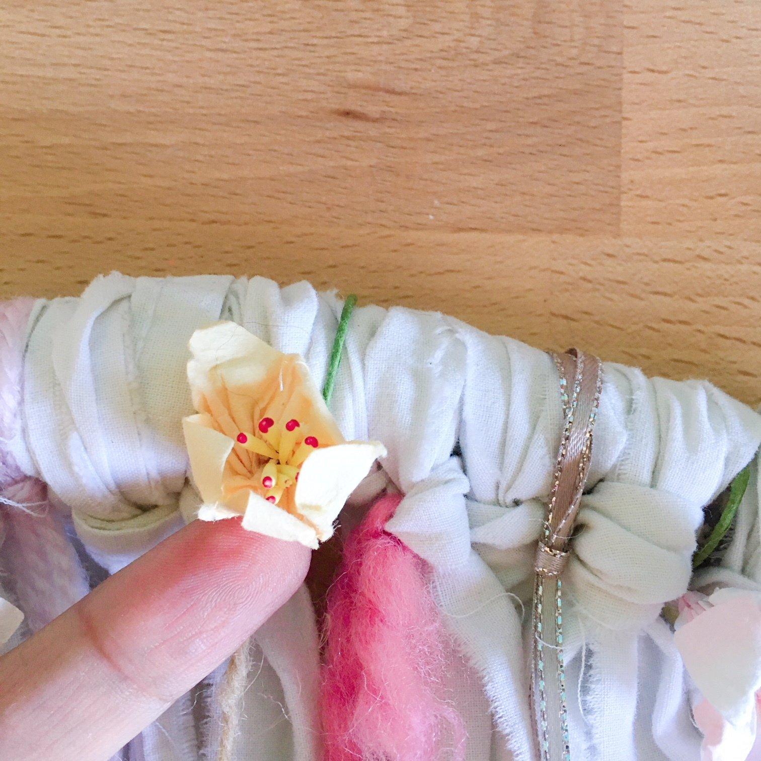 Tenture boho d%c3%a9tails fleurs papier