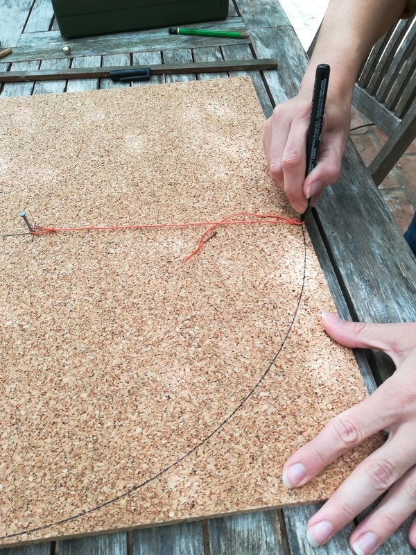 Fabriquer un compas avec un clou du fil