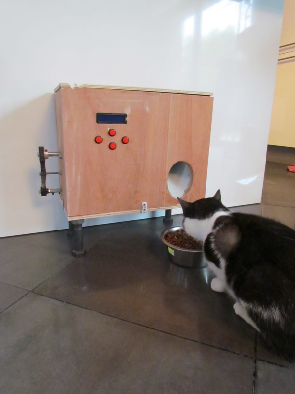 tutoriel diy diy distributeur automatis de croquettes pour chat. Black Bedroom Furniture Sets. Home Design Ideas