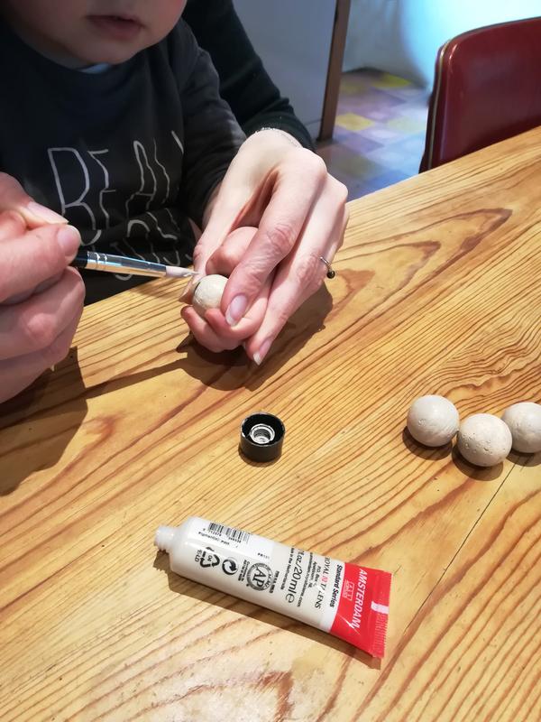 Peindre boule polystyrene