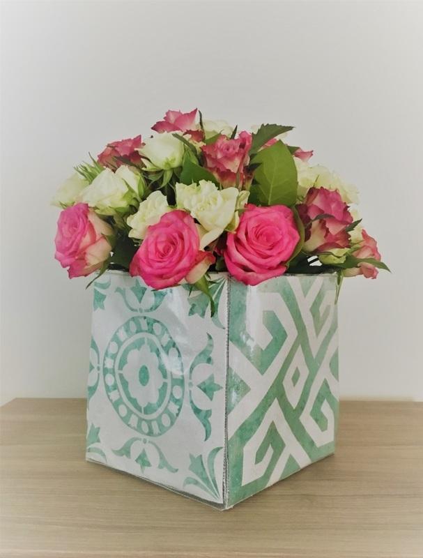tutoriel diy une couronne de fleurs pour f ter le printemps. Black Bedroom Furniture Sets. Home Design Ideas