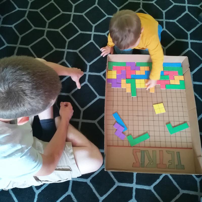 Fabriquer jeu tetris carton enfant motricite logique couleur geometrie