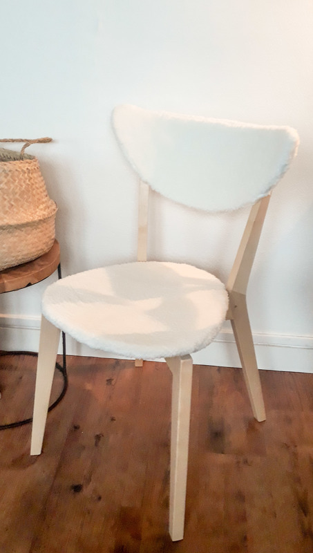 tutoriel diy comment customiser une chaise scandinave. Black Bedroom Furniture Sets. Home Design Ideas