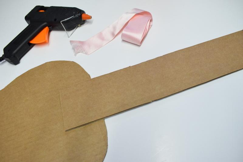 Guitare en carton jeu  26